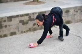 一个残疾女孩用行动为自己赢回了尊严