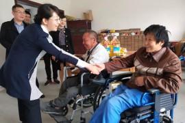市领导走访慰问残疾群众