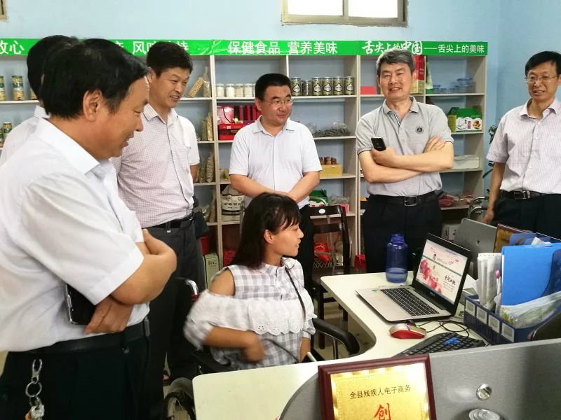 """""""油桃妹""""——善良美丽的残疾姑娘韩文静-19岁地震孤儿独立导演的纪录片《轮椅上的女孩》 人物故事 第6张"""