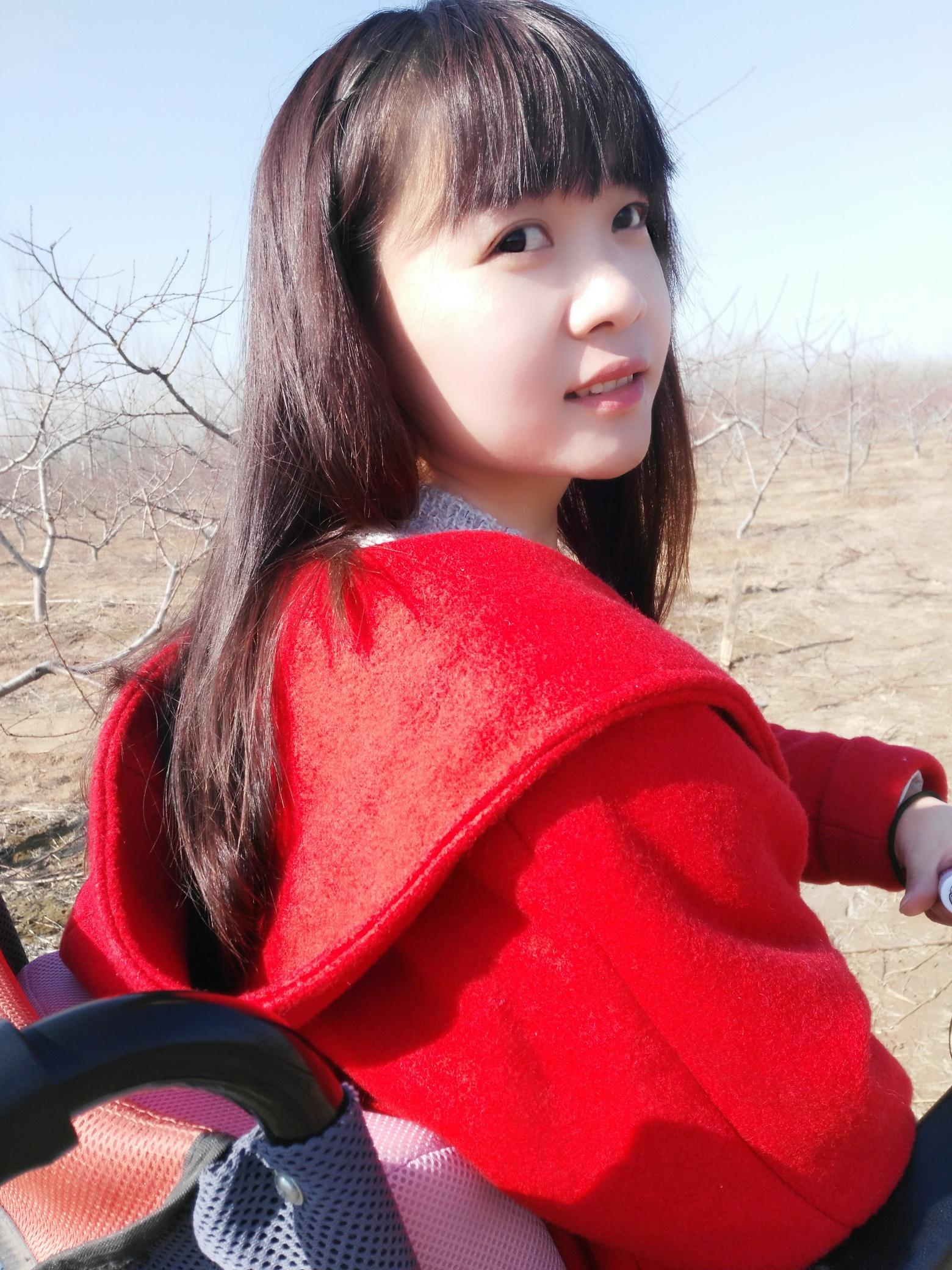 """""""油桃妹""""——善良美丽的残疾姑娘韩文静-19岁地震孤儿独立导演的纪录片《轮椅上的女孩》 人物故事 第1张"""