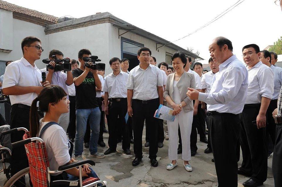 """""""油桃妹""""——善良美丽的残疾姑娘韩文静-19岁地震孤儿独立导演的纪录片《轮椅上的女孩》 人物故事 第7张"""