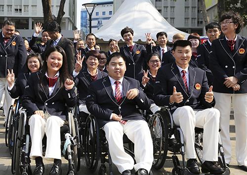 新华网:亚残运会 中国体育代表团在雅加达举行升旗仪式