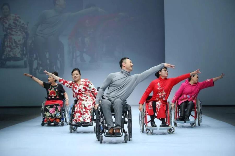 """轮椅上的追梦人—""""非常美""""轮椅模特服装秀"""