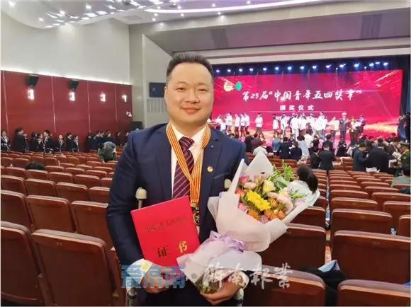 """""""中国青年五四奖章""""获得者王勇: 用奋斗谱写青春之歌"""