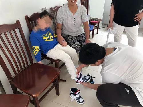 暖心关怀——启东市残联为残疾儿童免费适配矫形鞋