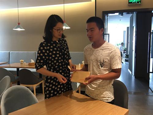 启东市残联看望慰问残疾人运动员 新闻资讯 第2张