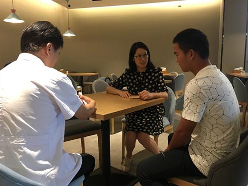 启东市残联看望慰问残疾人运动员 新闻资讯 第1张