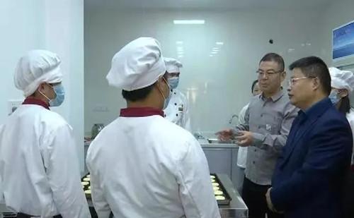 启东市残疾人就业孵化基地暖心优焙坊揭牌 新闻资讯 第4张